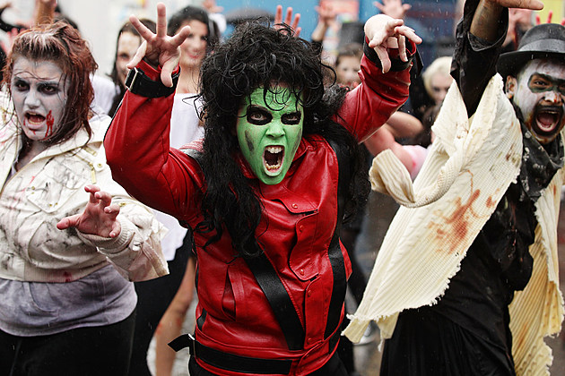 """Zombies Perform Thriller Dance At """"Thrill The World 2010"""" In Sydney"""